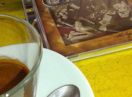 Recensioni musicali: Dischi Volanti nel mio stereo, tra letture e caffeina!